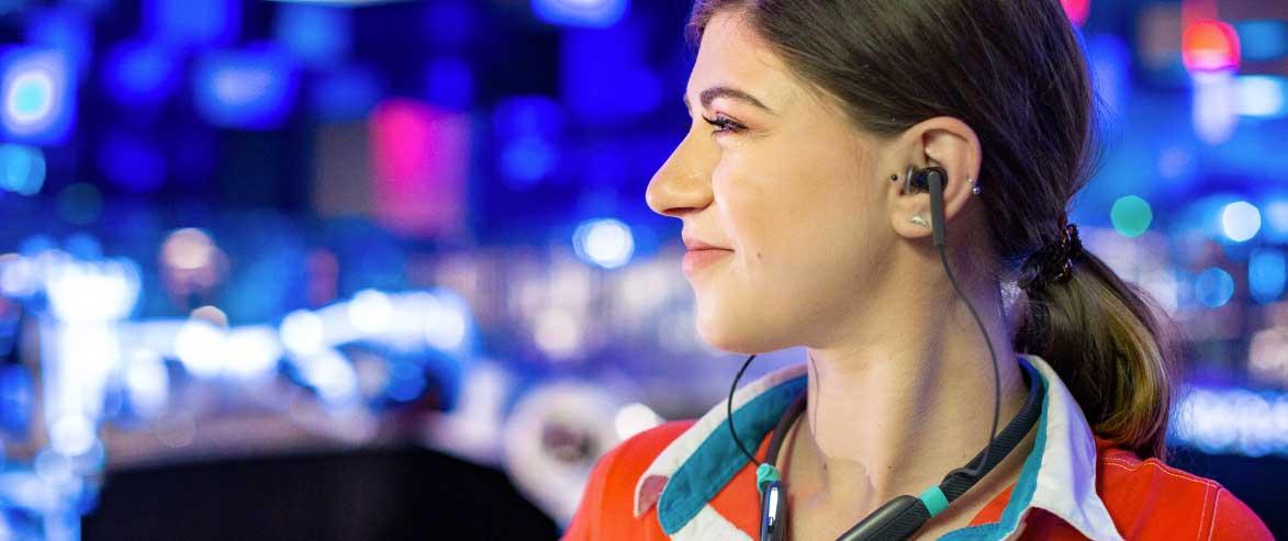 Les animateurs du Futuroscope se protègent de la fatigue auditive avec des écouteurs innovants