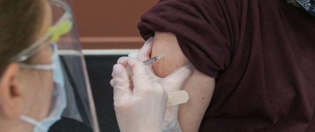 Les médecins du travail ont réalisé près de 337 000 injections du vaccin Astrazeneca