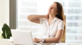 Le travail sur écran : s'assoir sur les douleurs au bureau