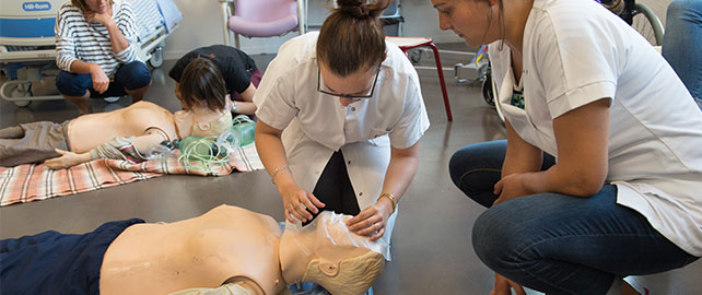 Formez-vous aux gestes qui sauvent avec les membres de la Croix-Rouge