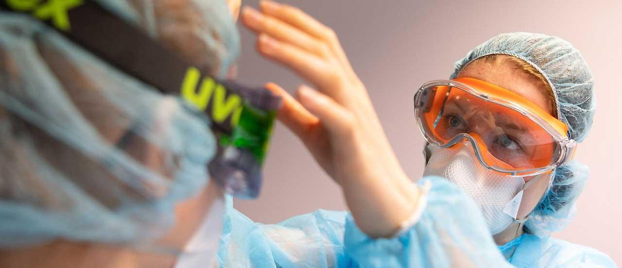 Uvex pleinement mobilisé pour la production de lunettes de protection